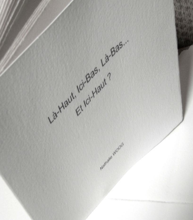 Là-Haut, Ici-Bas, Là-Bas... Et Ici-Haut ? Texte de Nathalie Woog, gravures d'Hervé Aussant, vignettes d'Armelle Gapihan.